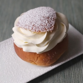 Zweedse koffiebroodjes en gebakjes